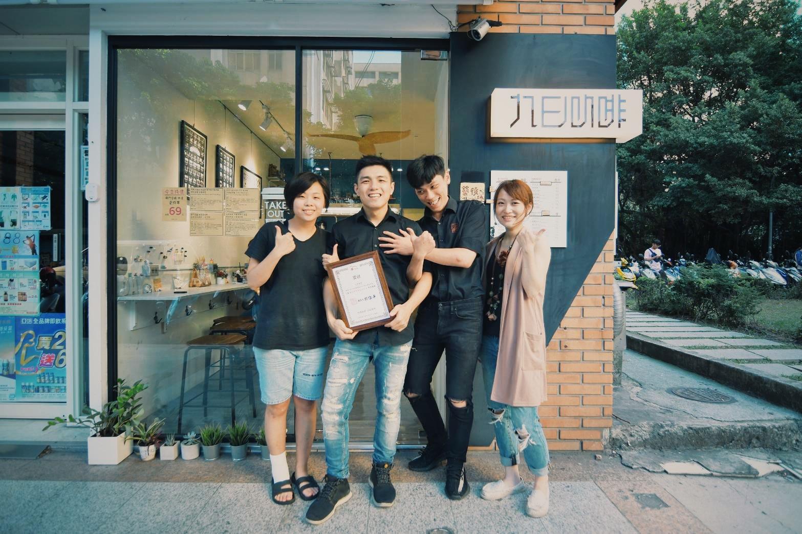 九日咖啡_店舖門口宣傳照片